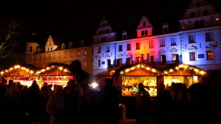 Auf dem Weihnachtsmarkt auf Schloss Thurn und Taxis in Regenburg