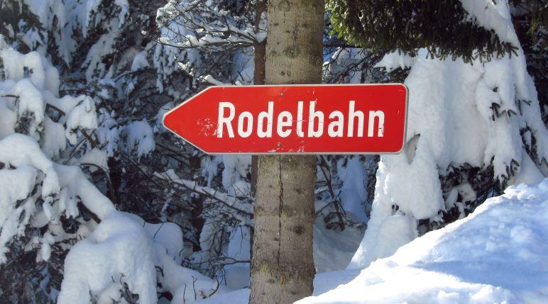 Wo gibt es schöne Rodelbahnen in Bayern und Tirol