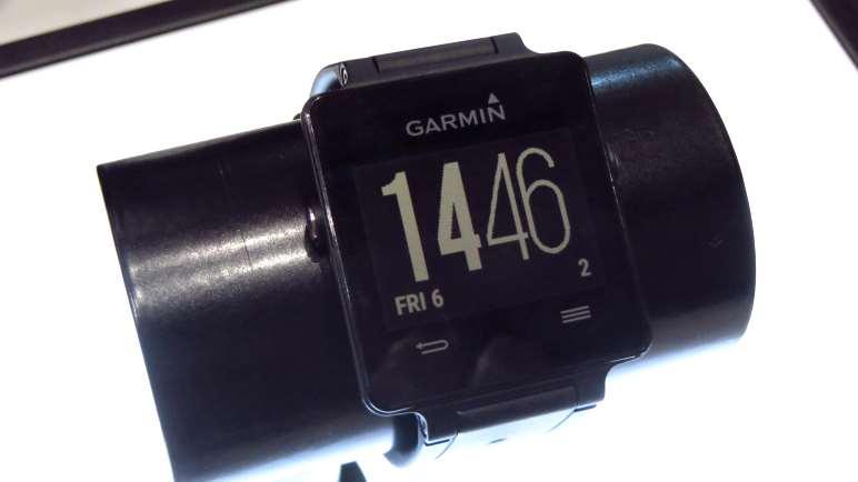 Die Garmin VivoActive - für eine Smartwatch ist sie recht klein und dezent