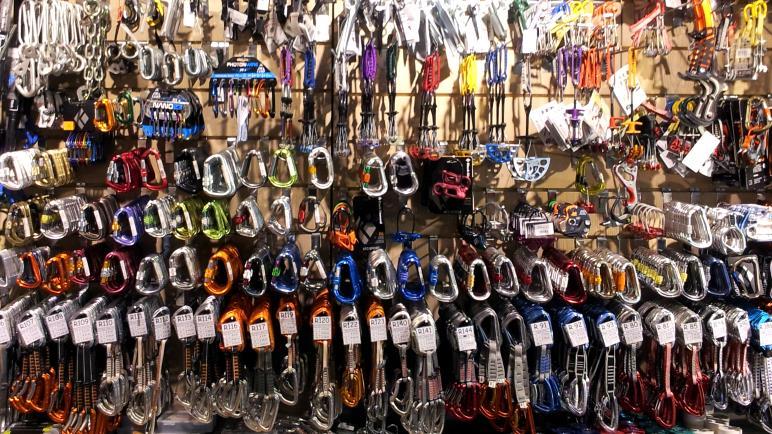 Das Ausrüstungsparadies für Kletterer: Arco. Hier in einem der vielen Outdoorshops