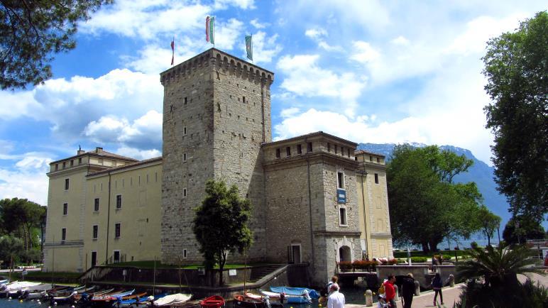 Die Burg am Hafen von Riva del Garda, in der das MAG untergebracht ist.