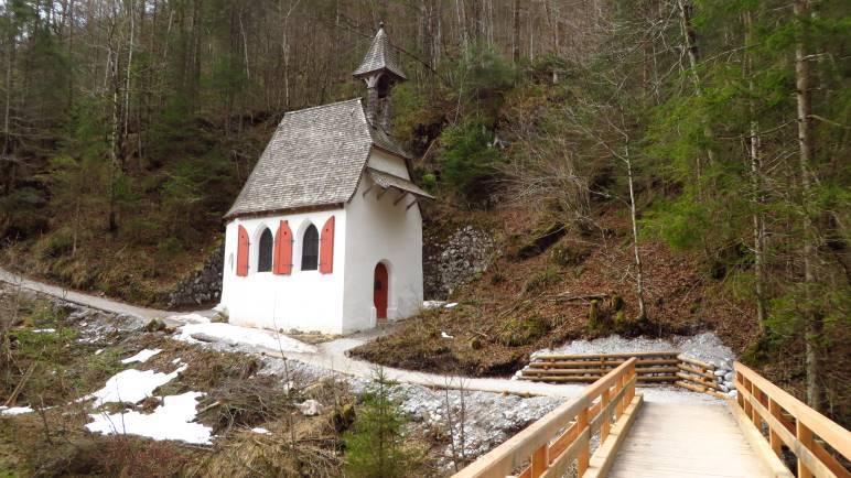 Die St. Johann und Paul Kapelle. Ab hier wird der Weg steiler