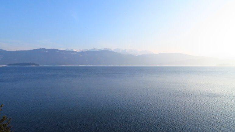 Der Walchensee und die Berge im Hintergrund