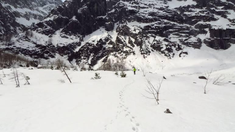 Unterwegs durch den Schnee am Watzmannfuss