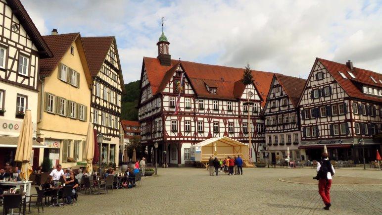 Das Rathaus von Bad Urach am Marktplatz