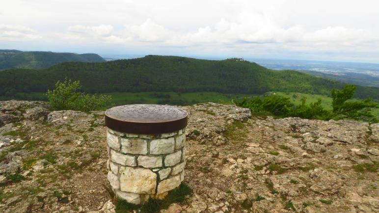 Am Breitenstein. Der Berg im Hintergrund ist der Teckberg mit der Burg Teck, meinem nächsten Ziel