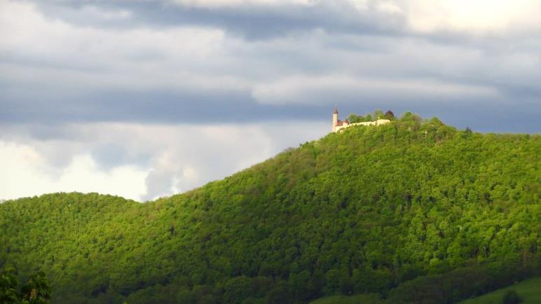Die Burg Teck in der Abendsonne