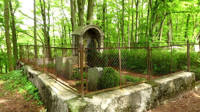 Der kleine Waldfriedhof an der Diepoldsburg