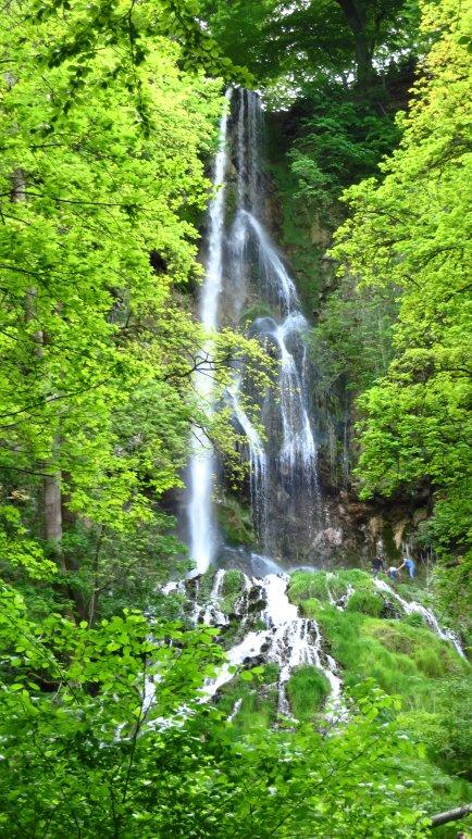 Der Uracher Wasserfall in seiner ganzen Größe