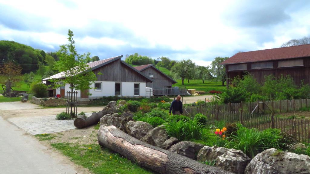 Am Bio-Hof Ziegelhütte auf der Alb
