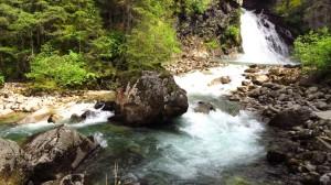 Felsen am unteren Wasserfall