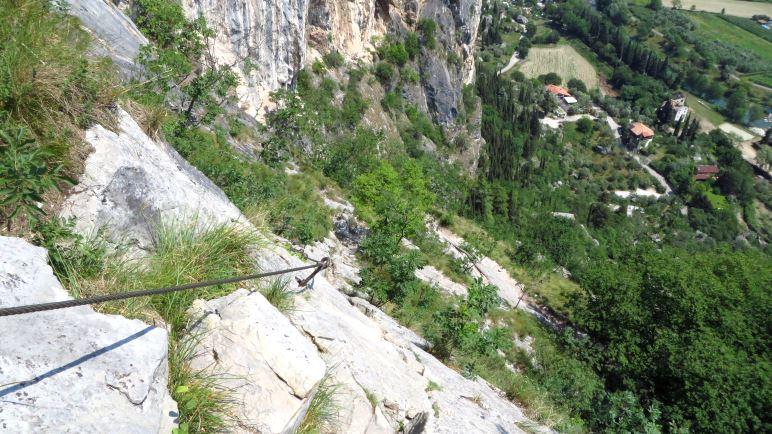 Ein tiefer Blick zurück im Klettersteig