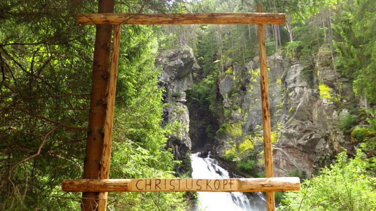 Der Christuskopf ma ersten Wasserfall