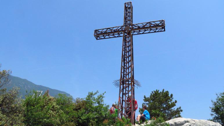Am Colodri-Gipfelkreuz