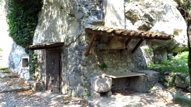 Das Steinhaus am Aufstiegsweg