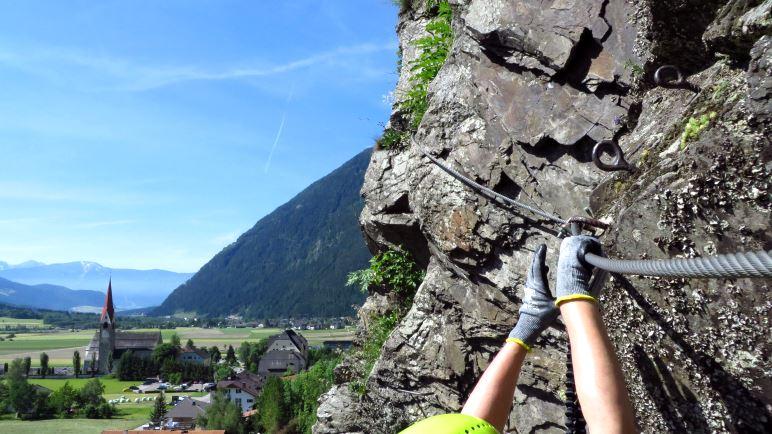 Mit Ausblick auf das Ahrntal und den Kronplatz - der kleine Pursteinwand-Klettersteig