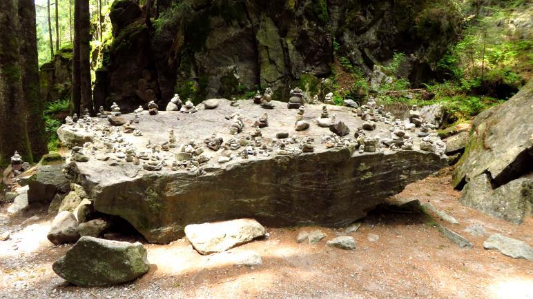 So viele Steinmännchen sieht man auch nicht oft