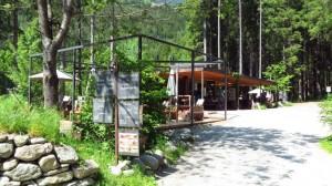 Schöner Abschluss der Wanderung: Entspannen in der Wasserfallbar