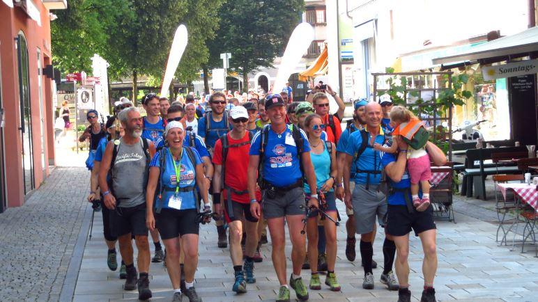 Einlauf der 24-Stunden Watzmann-Extrem Wanderer in Berchtesgaden