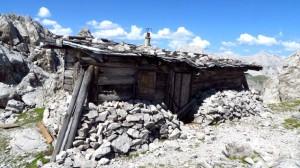 Die Hütte sieht schon ziemlich alt aus, der Zustan ist über die Jahre nicht besser geworden