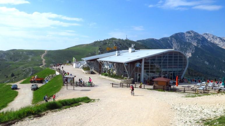 Der Beginn der Wanderung: Die Bergstation der Funivia Monte Baldo. Die Talstation liegt in Malcesine