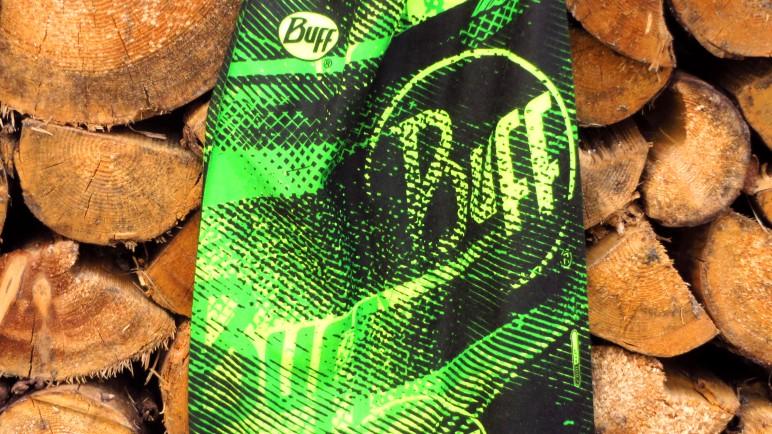 Das Buff Flashlogo in den Farben Knallegrün, Grellgelb und Schwarz