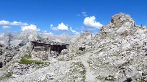 Noch einmal die Hütte in ihrer beeindruckenden Hochgebirgs-Umgebung