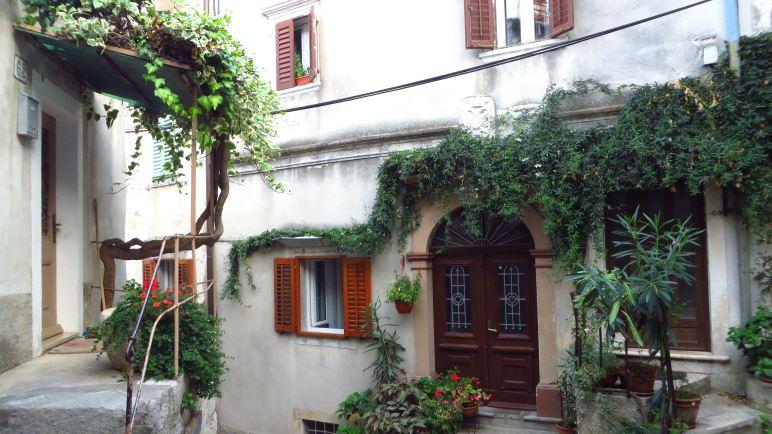 Im alten Ortskern von Mošćenice