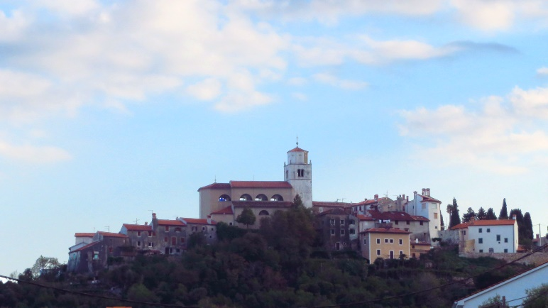 Auf einem Hügel oberhalb des Meeres: Mošćenice