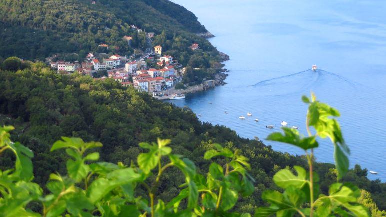 Der Blick hinab auf Mošćenička Draga und die Adria