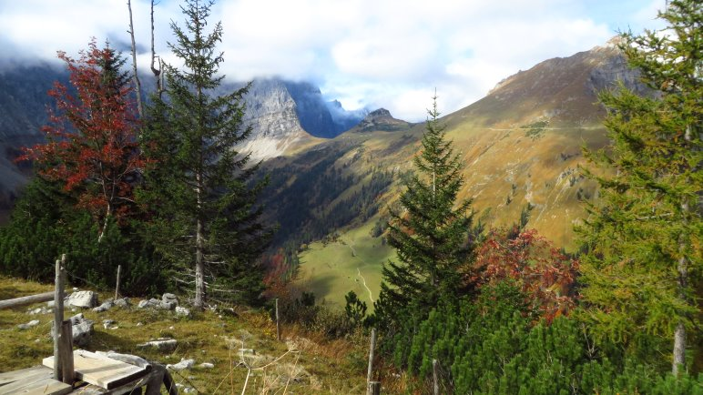 Am höchsten Puntk des Panoramawegs: Der Blick zum Hohljoch