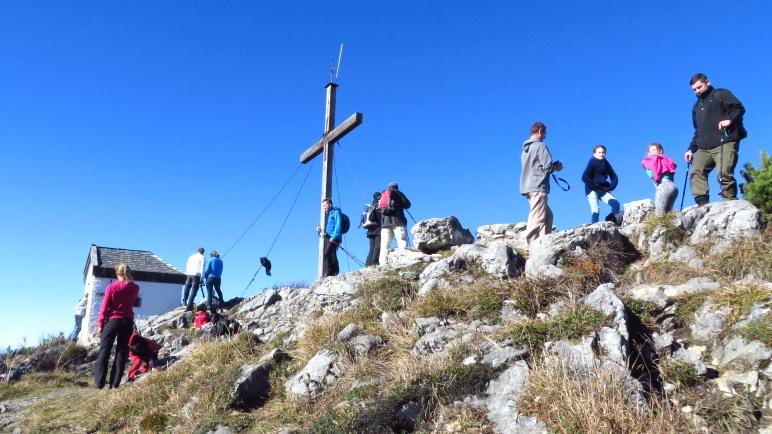 Das Gipfelkreuz auf dem Spitzstein: Steht es 1596 Meter hoch oder doch 1598 Meter?