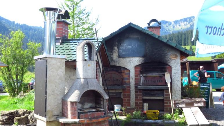 Der Holzofen, in dem die Brote auf der Albert-Link-Hütte gebacken werden