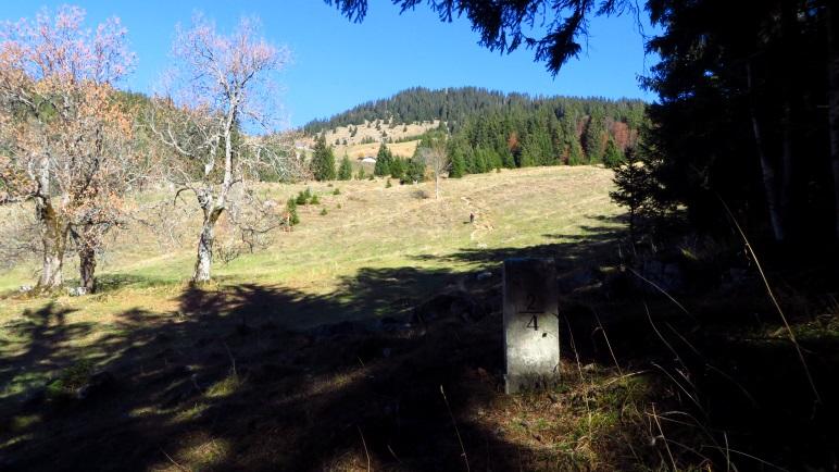 Der Wanderweg zum Spitzsteinhaus und weiter zum Spitzstein verläuft direkt auf der Staatsgrenze
