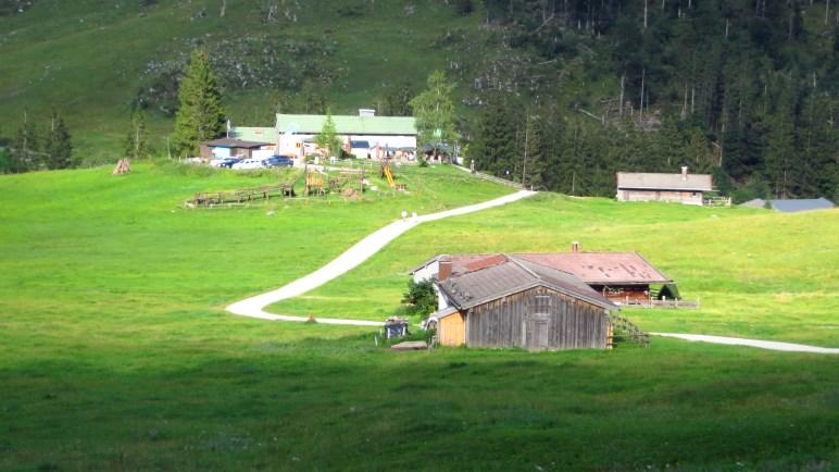 Die Albert-Link-Hütte auf ihrer kleinen Anhöhe