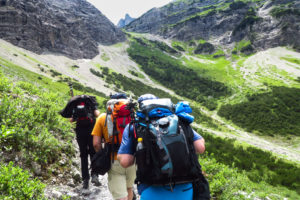 Der Aufstieg durch das Falzthurntal. Langsam wird der Weg steiler und gerölliger
