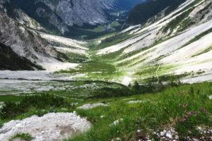 Der Blick zurück zur Gramai-Alm und durch das Falzthurntal