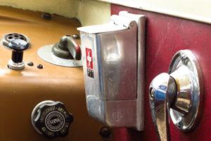 Schalter, Hebel, Aschenbecher: Details im Bus