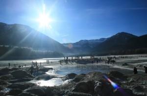 Bei meinem Besuch gab es noch einige Eisflächen im Sylvensteinsee