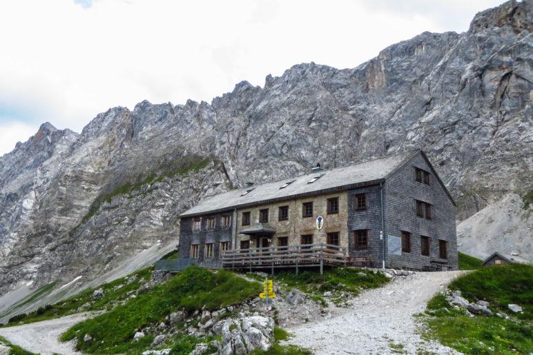 Das erste Tagesziel unserer Karwendeldurchquerung: Die Lamsenjochhütte