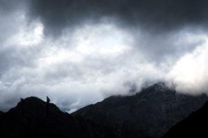 Bedrohliche Wolkenstimmung. Am Abend an der Lamsenjochhütte