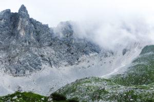 Die erste Nebelschwaden ziehen aus dem Falzthurntal hoch zum Lamsenjoch