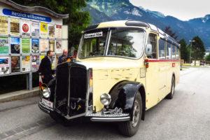 Der alte Postbus an der Starthaltestelle in Pertisau