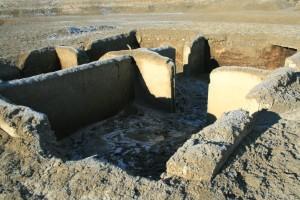 Die Grundmauern eines Hauses im ehemaligen Fall