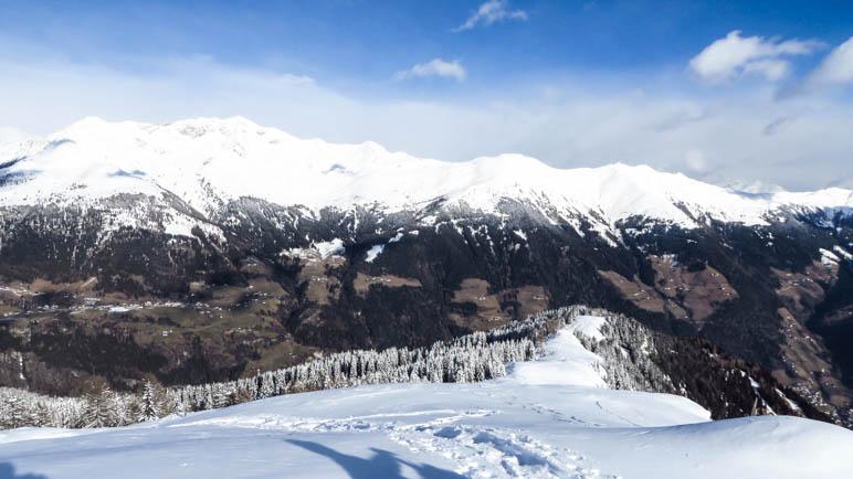 Wie genissen das Panorama und schauen zurück auf unseren Aufstiegsweg zum Hahnl