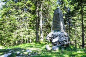 Das Hermann-von-Barth-Denkmal am kleinen Ahornboden