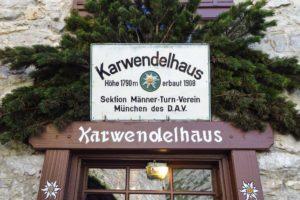 Eingang des Karwendelhauses