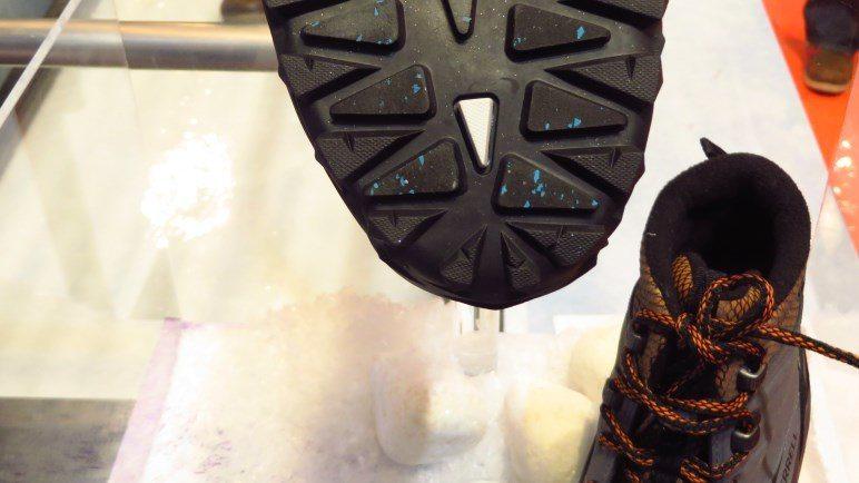 Die thermochromatische Noppe in den neuen Winterstiefeln von Merrell. Offensichtlich sind es noch mehr als Null Grad.