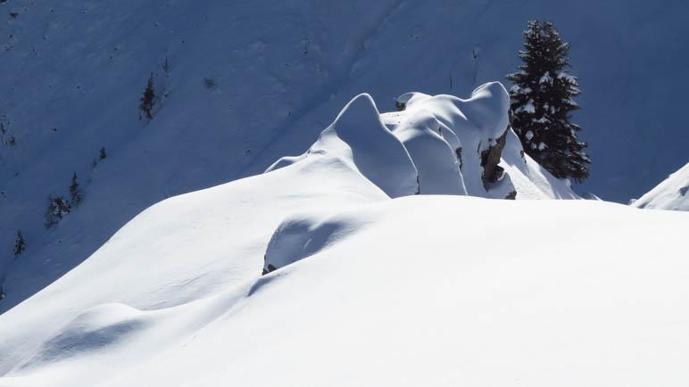 Eine kleine Schneespitze auf dem Hahnl