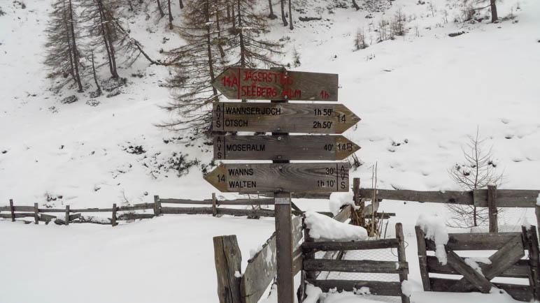 Statt direkt in Richtung Walten zu wandern, machen wir die Extrarunde zur Moseralm
